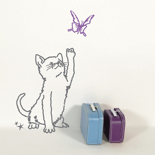 Little cat et butterfly